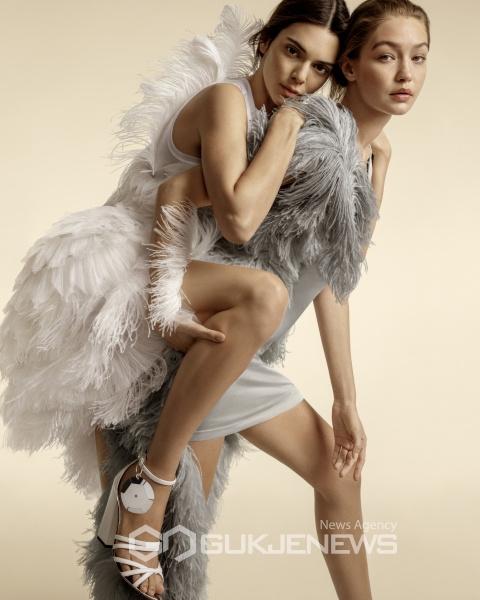 [화보] 버버리 세계 탑 모델들과 함께한 2020 봄 여름 광고 캠페인 공개