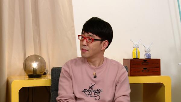"""영화평론가 이동진 """"봉준호 감독 첫 인상은...""""(사진=KBS2)"""