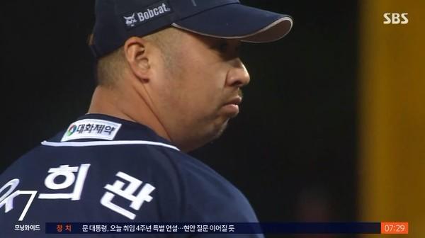 [속보] 두산 베테랑 유희관, 통산 100승 달성(사진=방송화면)