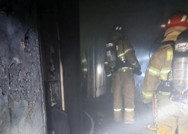 포항 아파트 불 (사진-포항북부소방서 제공)