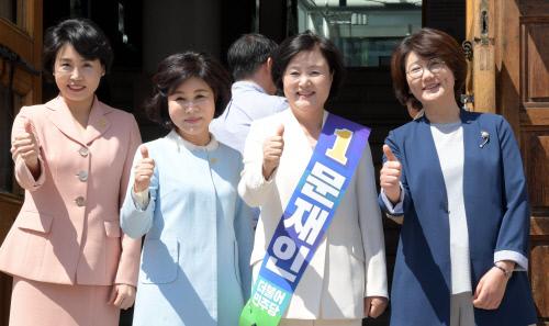 文위해 뭉쳤다! 민주원 강난희 김혜경, 남편 대신 선거도와