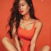 여기저기 뻥뻥 뚫린 수영복 완벽 소화한 김희정