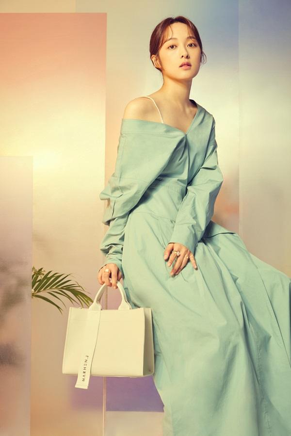 김보라, 맑고 청순한 미모 뽐내며 가방 브랜드 화보 공개
