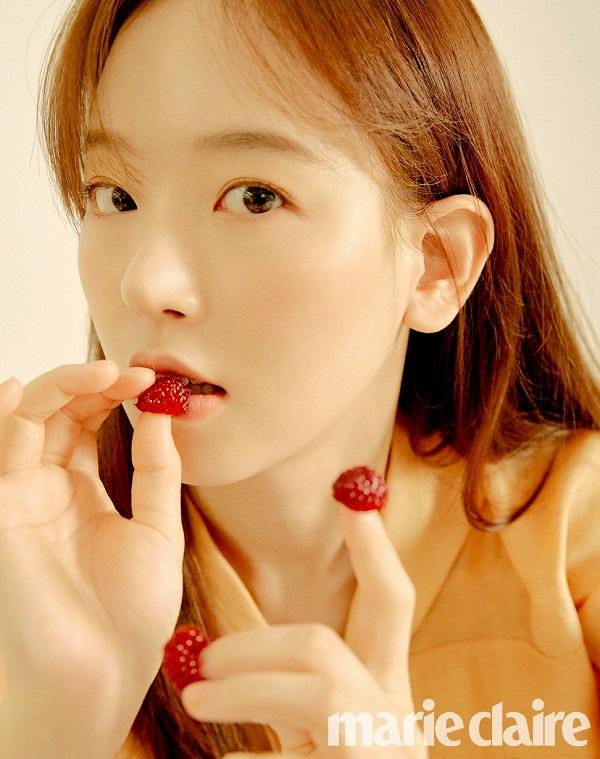 강한나, 러블리·상큼 봄 향기 물씬!..청초함 돋보이는 화보 공개