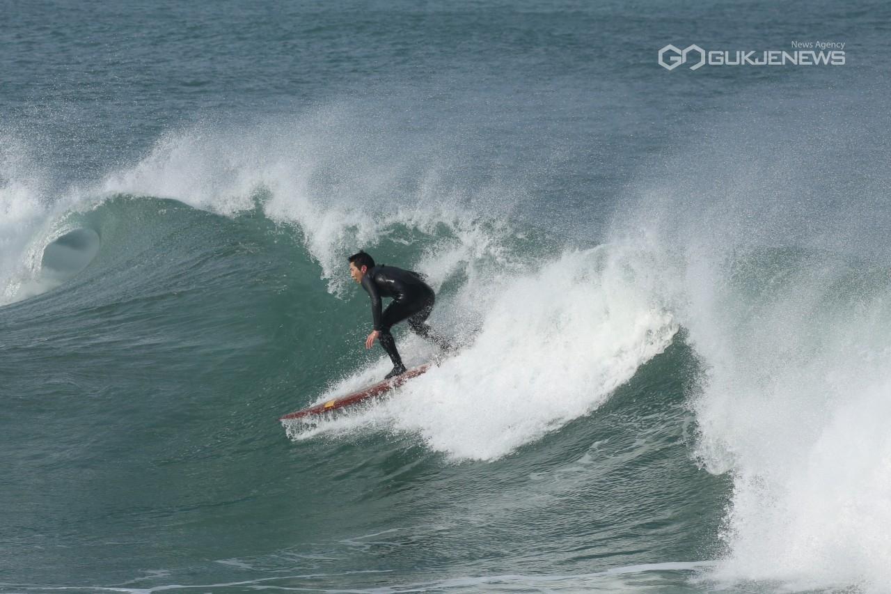포항시 흥해 용한 바다 서핑으로 뜬다
