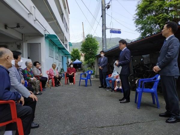 황운하 당선인이 22일 대전 중구 석교동 제일아파트에 방문해 주민들과 간담회를 열었다.