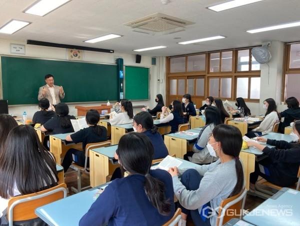 부산성여고 학생 대상 '2021학년도 입시홍보 활동' 모습/제공=부산가톨릭대