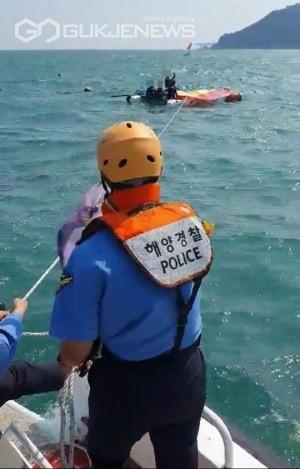 송정 해상에 표류된 수상레저객 구조 모습/제공=부산해경