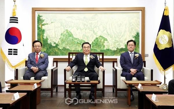퇴임하는 국회의장단