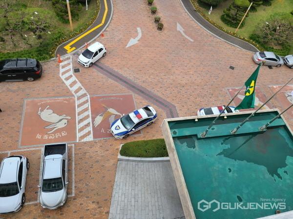 (국제뉴스=창녕) 19일 창녕군청 종합민원실에 비상상황이 발생해 경찰이 출동한 모습이다. (사진=홍성만 기자)
