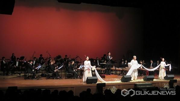충주시립우륵국악단 공연 모습(사진=충북문화재단)
