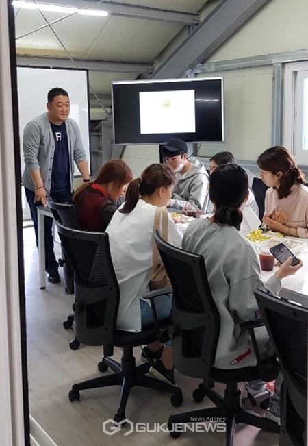 제주경제통상진흥원은 지난 27일 '2020년 중소기업 창업프로젝트 일반창업교육'수료식을 개최하고 19명의 수료생을 배출했다