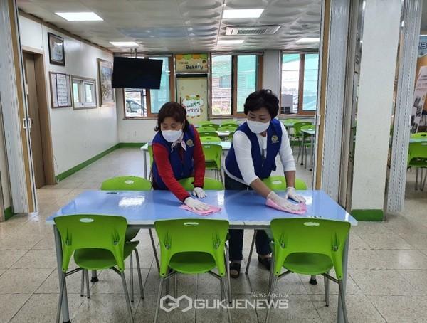 (사)연천군자원봉사센터, 학교 감염 예방 자원봉사활동 실시.(사진제공.연천군)
