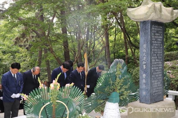 나야대령 기념비 참배(사진제공=수성구청)