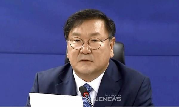김태년 더불어민주당 원내대표가 1일 오전 국회 의원회관에서 열린 당정협의회에서 3차 추가경정예산안을 6월 안에 반드시 처리 하겠다고 말하고 있다.