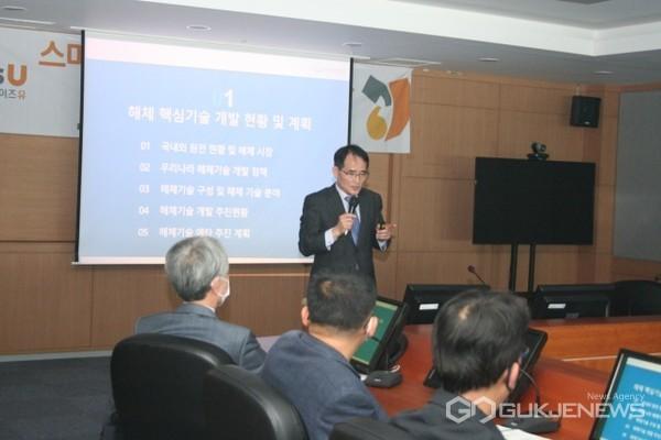 지난달 27일 와이즈유 스마트공과대학에서 개최 된 '원전해체 기술과 로봇' 세미나에서 한국원자력연구원 윤지섭 책임연구원이 발표를 하고 있다/제공=영산대