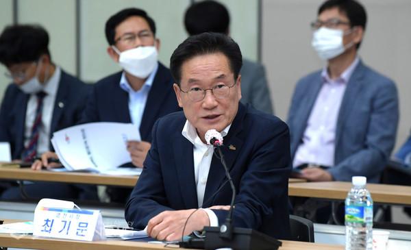 (제공=영천시) 경북도에 복선철로 추가사업비 1777억 반영을 건의하는 최기문 영천시장
