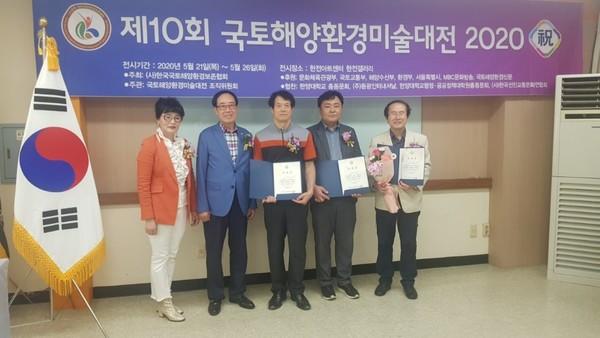 국토해양환경 미술대전에 참석한 여성회장 염효란. (사진 맨 왼쪽)