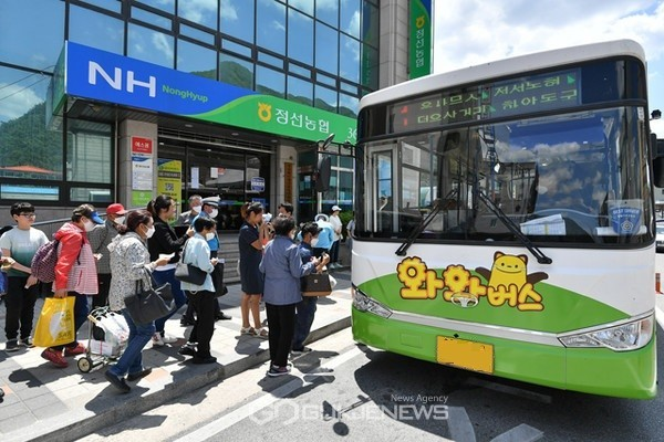 1일부터 군직영 시내버스인 와와버스가 운행하기 시작했다.(사진제공=정선군청)