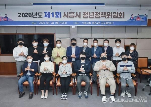 시흥시가제1회청년정책위원회를개최하고지역청년들의목소리를반영하고있다.사진=시흥시