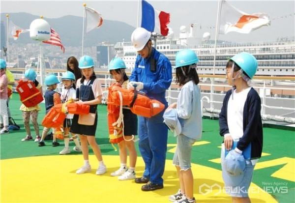 여름철 물놀이 안전사고 교육 모습/제공=부산해양수산청
