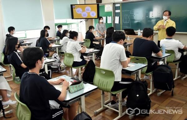 등교수업 점검 모습/제공=부산교육청