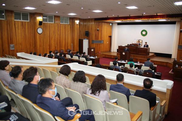 태백시의회 본회의장에서 열린 임시회 본회의.