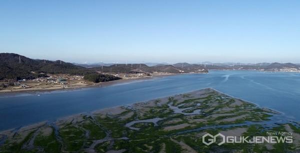 충남 태안군이 해양수산부(이하 해수부)가 주관한 '2021년 일반농산어촌개발사업' 공모에 4년 연속 선정돼 총 100억 1100만 원의 사업비를 확보하는 쾌거를 거뒀다. 사진은 원북면 청산1리 모습.