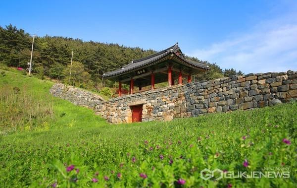 충남 유일의 수군방어영(防禦營)인 '안흥진성' 모습.