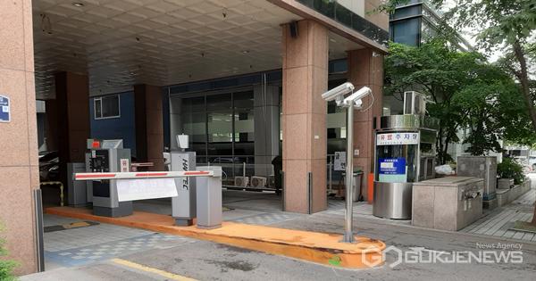 주차시스템 변경으로 물의를 빚었던 성남 모 오피스텔 주차장 모습