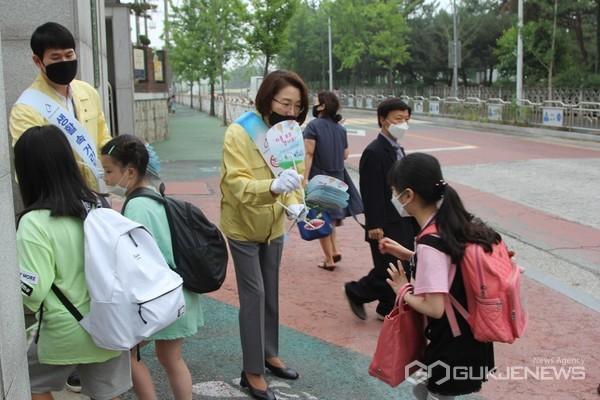 (사진=논산계룡교육지원청 제공) 캠페인 장면