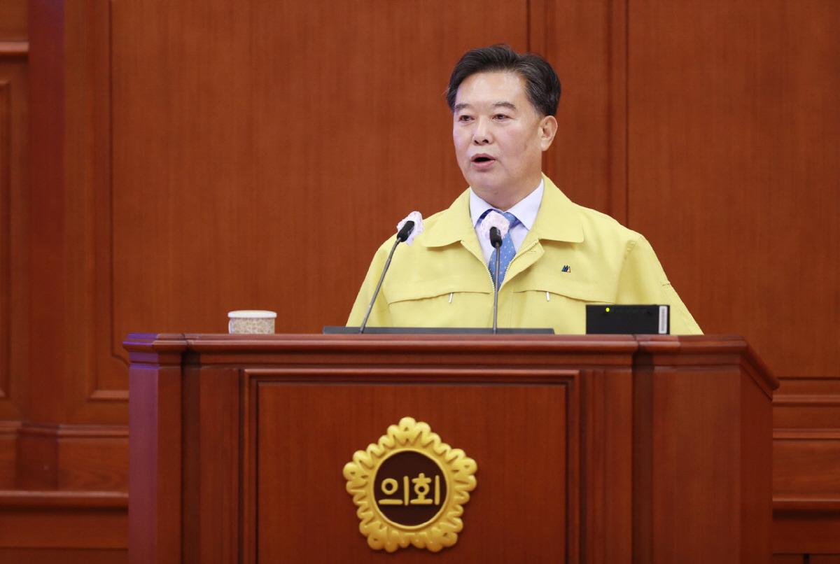남진근 대전시의원이 3일 제250회 제1차 정례회 제2차 본회의에서 시정질의를 하고 있다