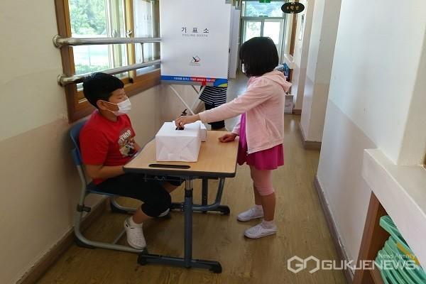 어린이회 임원선거 모습.(사진제공=옥천교육지원청)