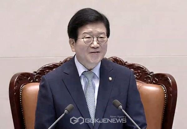 박병석 국회의장이 5일 제379회 국회(임시회) 제1차 본회의에서 국회의장 당선 인사를 하고 있다.
