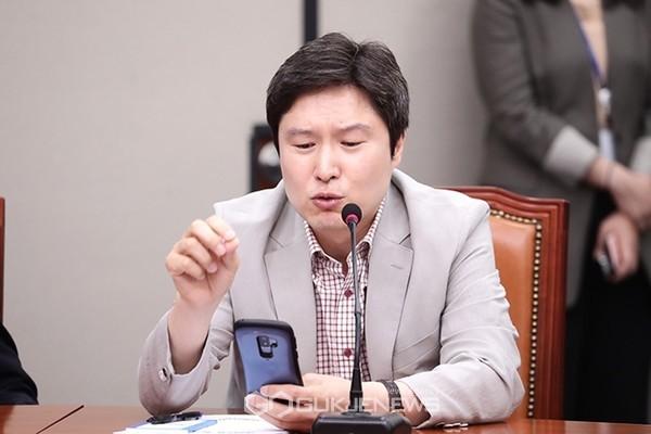 김해영 더불어민주당 최고위원이 5일 국회에서 열린 최고위원회의에서 금태섭 전 의원 징계와 관련해 이야기 하고 있다.