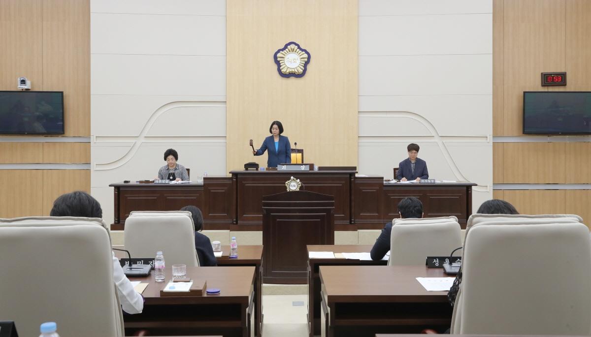 대전시 동구의회(의장 이나영)는 5일 오전 10시 30분 제250회 정례회 제1차 본회의를 개회하고 18일간의 의사일정에 돌입했다.