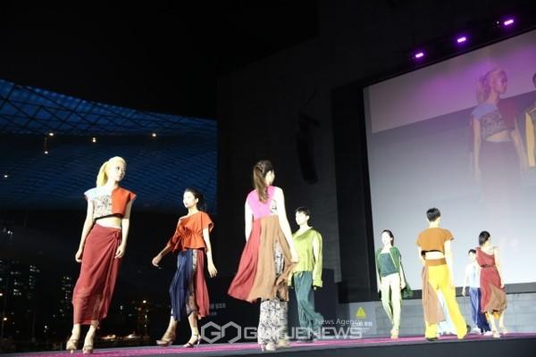 와이즈유, 영화의 전당 야외극장서 이색 패션쇼