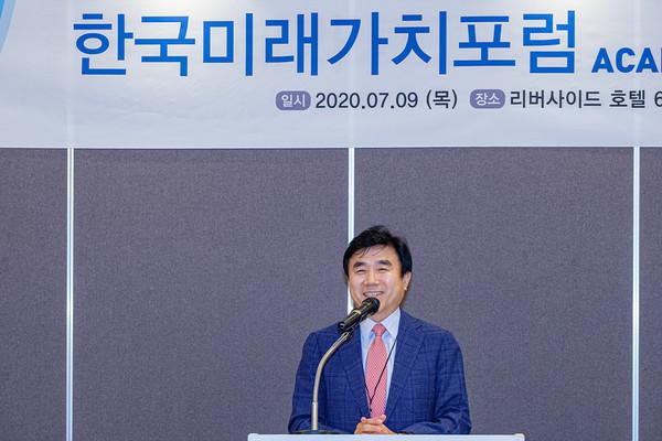 한국미래가치 포럼 발족 축사하는 전영묵 삼성생명 사장