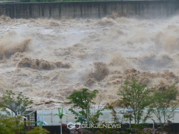 연천임진강 상류... 군남댐 수위가 다시 상승 수문개방
