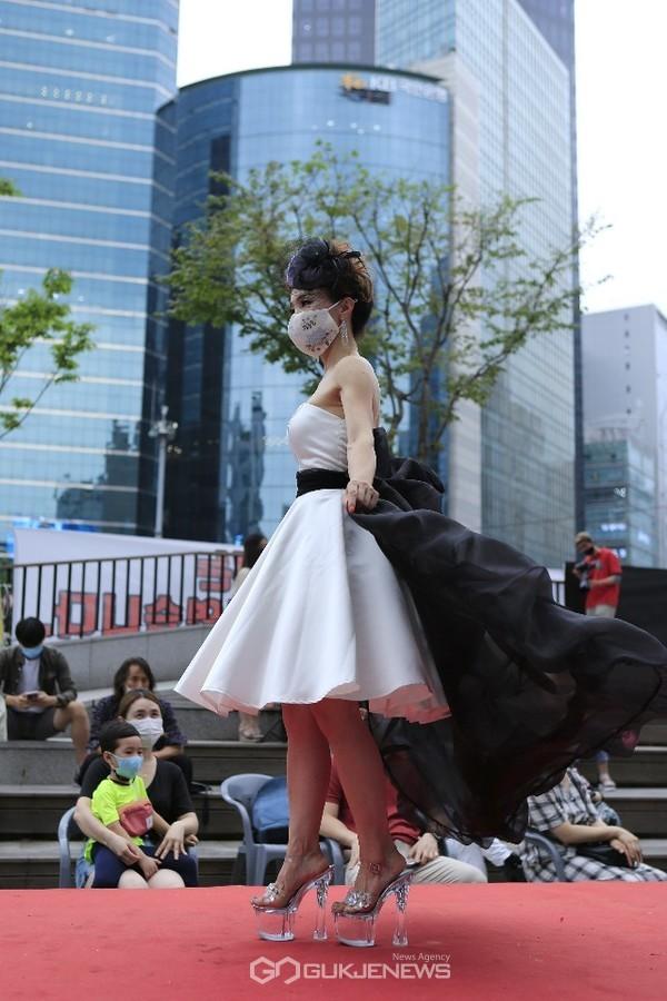 시니어모델 이란희, K-마스크 패션쇼
