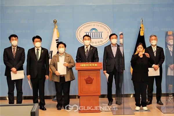 여권, 재판부 사찰 의혹 관련 기자회견