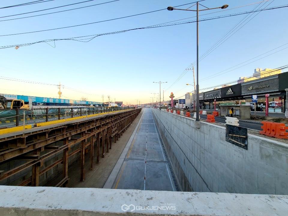 국도1호선 천안 직산사거리 입체화 건설 지하차도 2차로 임시개통 모습