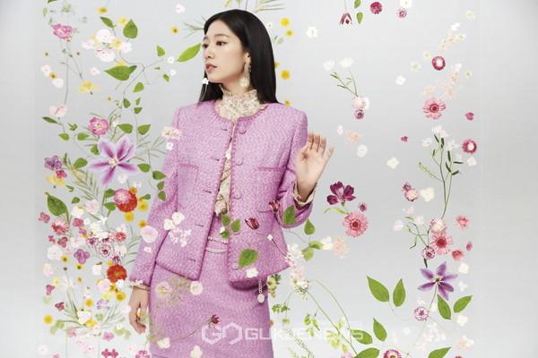 봄을 부르는 싱그러운 매력의 박신혜와 함께한 화보 공개