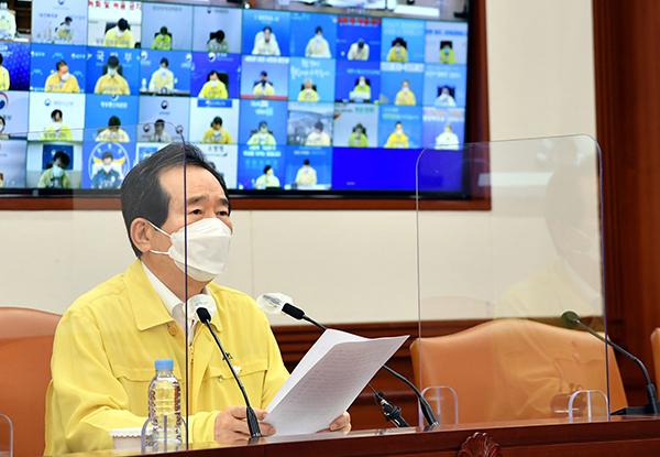 정세균 국무총리가 22일 정부서울청사에서 열린 코로나19 중대본 회의를 주재하고 있다.