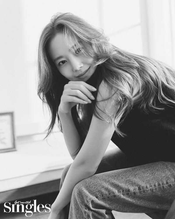 데뷔 5000일 문채원, 감탄 나오는 여신 화보 공개