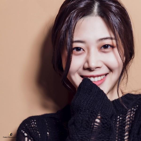 신예 이혜민, 청초↔우아美 오가는 새 프로필 촬영 사진 공개