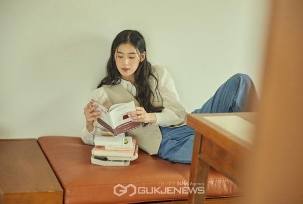 정은채의 꿈 같은 제주살이, 힐링을 전하는 패션 화보 공개!