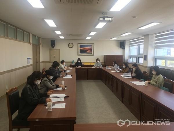 (사진=논산계룡교육지원청제공)학교급식점검단회의장면