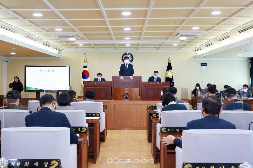 아산시의회가 제228회 임시회를 개회하고 4월 7일부터 14일까지 8일간의 일정으로 의정활동에 돌입했다