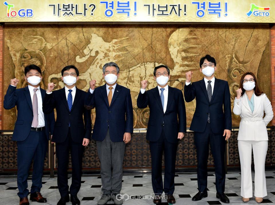간당회 직후 (왼쪽에서 세번째부터 김성조 공사 사장, 조정목 청장)